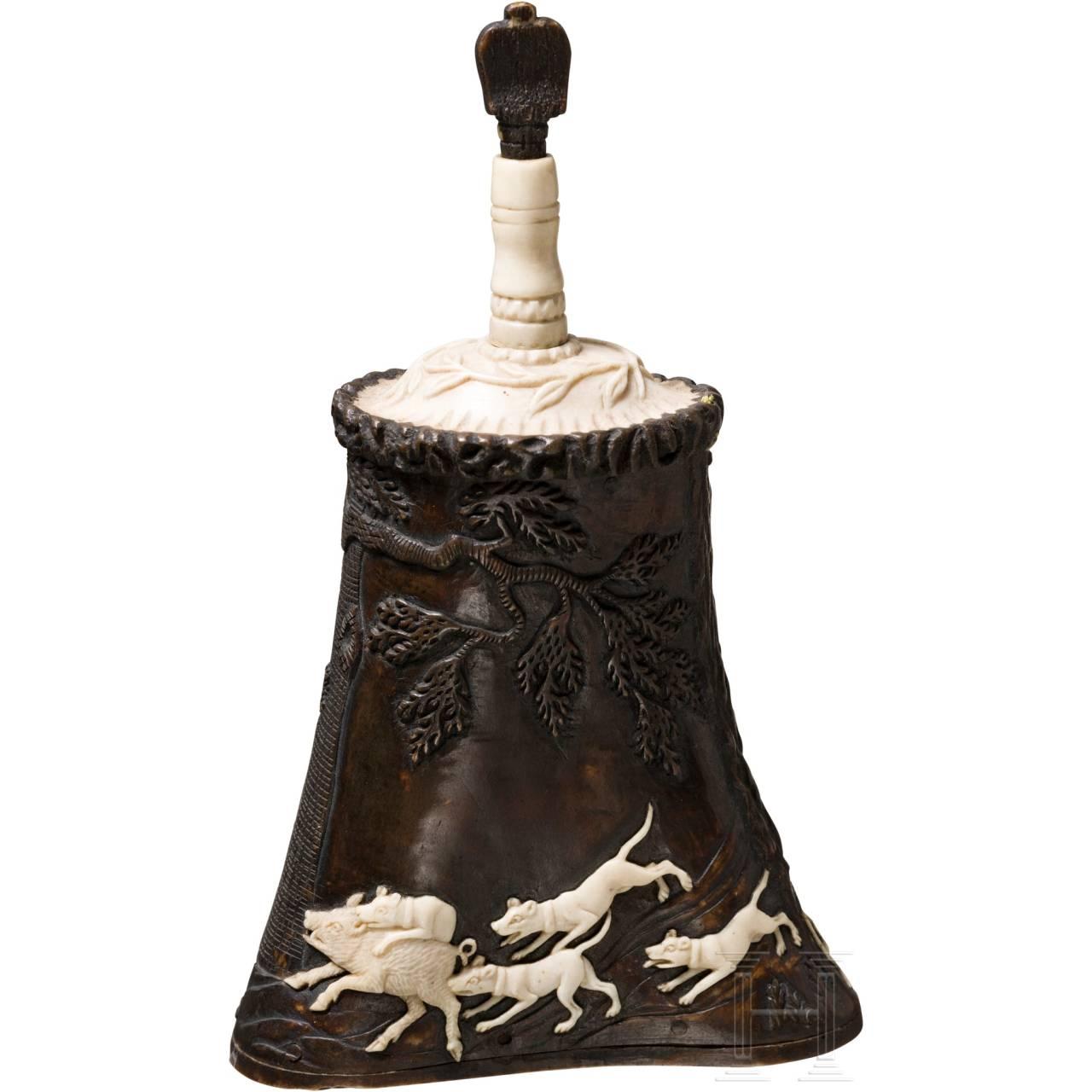 A German hunter's powder flask made of deerhorn, Lebrecht Schulz, Meiningen, circa 1820/30