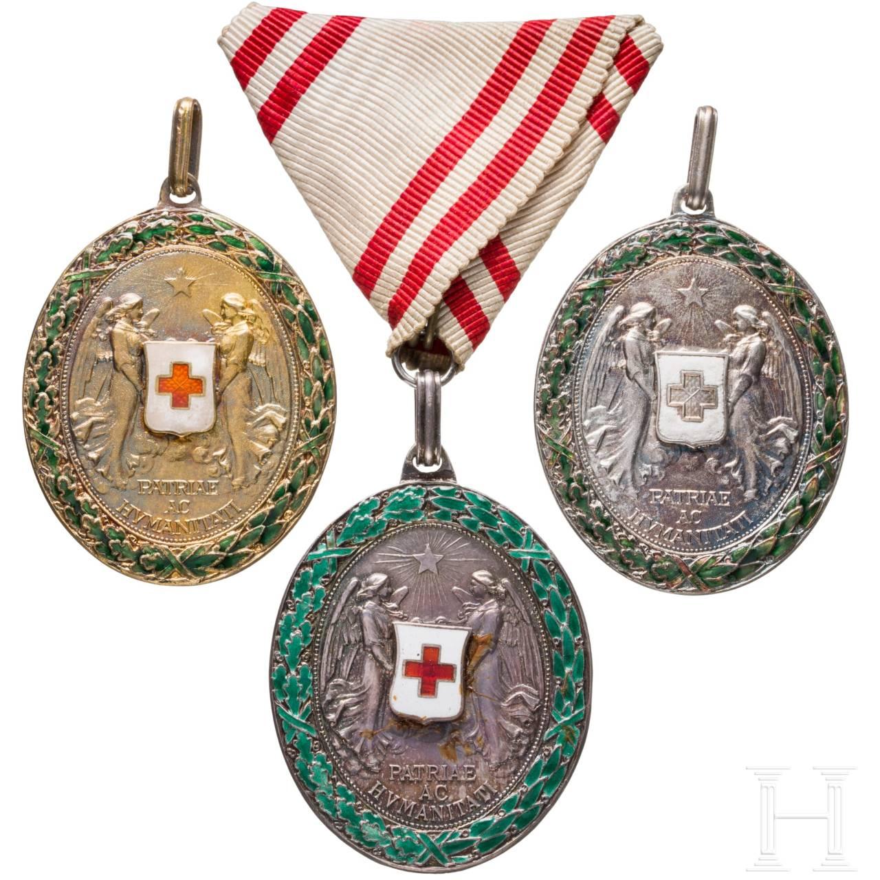 Ehrenzeichen des Roten Kreuzes – drei Medaillen