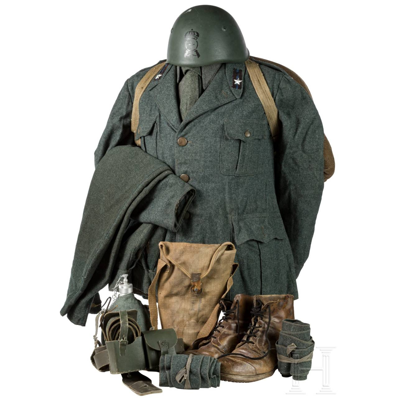 A uniform M 1940 for members of the infantry and equipment