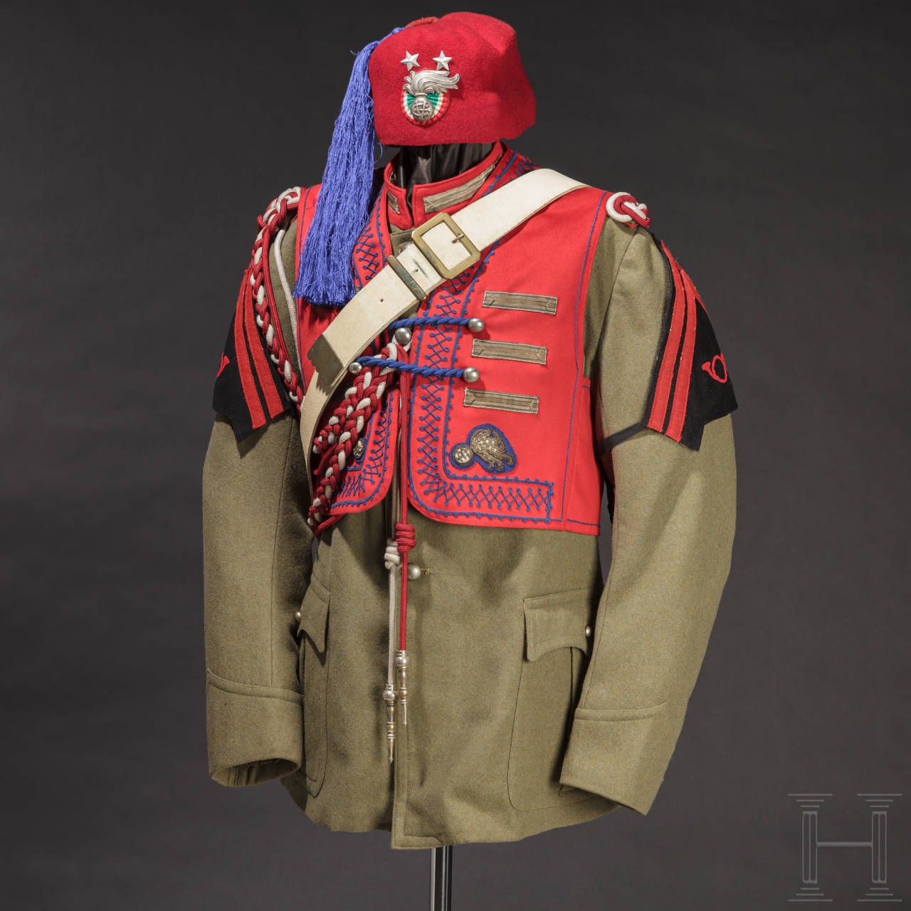 A uniform ensemble for a sciumbasci of the Italian colonial carabinieri (zaptié), before 1946