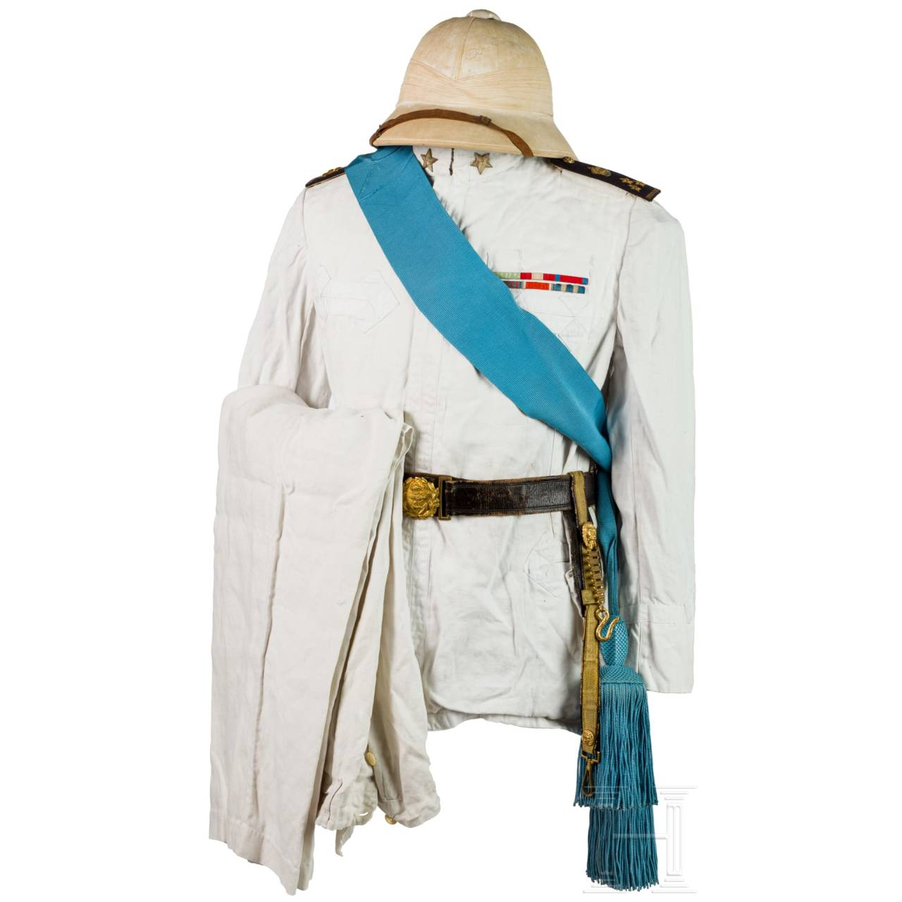 A colonial uniform M 1909 for members of the navy