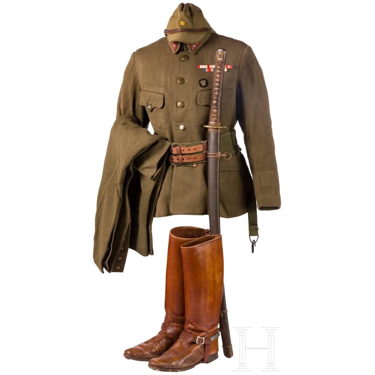 Uniformensemble eines Armee-Offiziers im 2. Weltkrieg