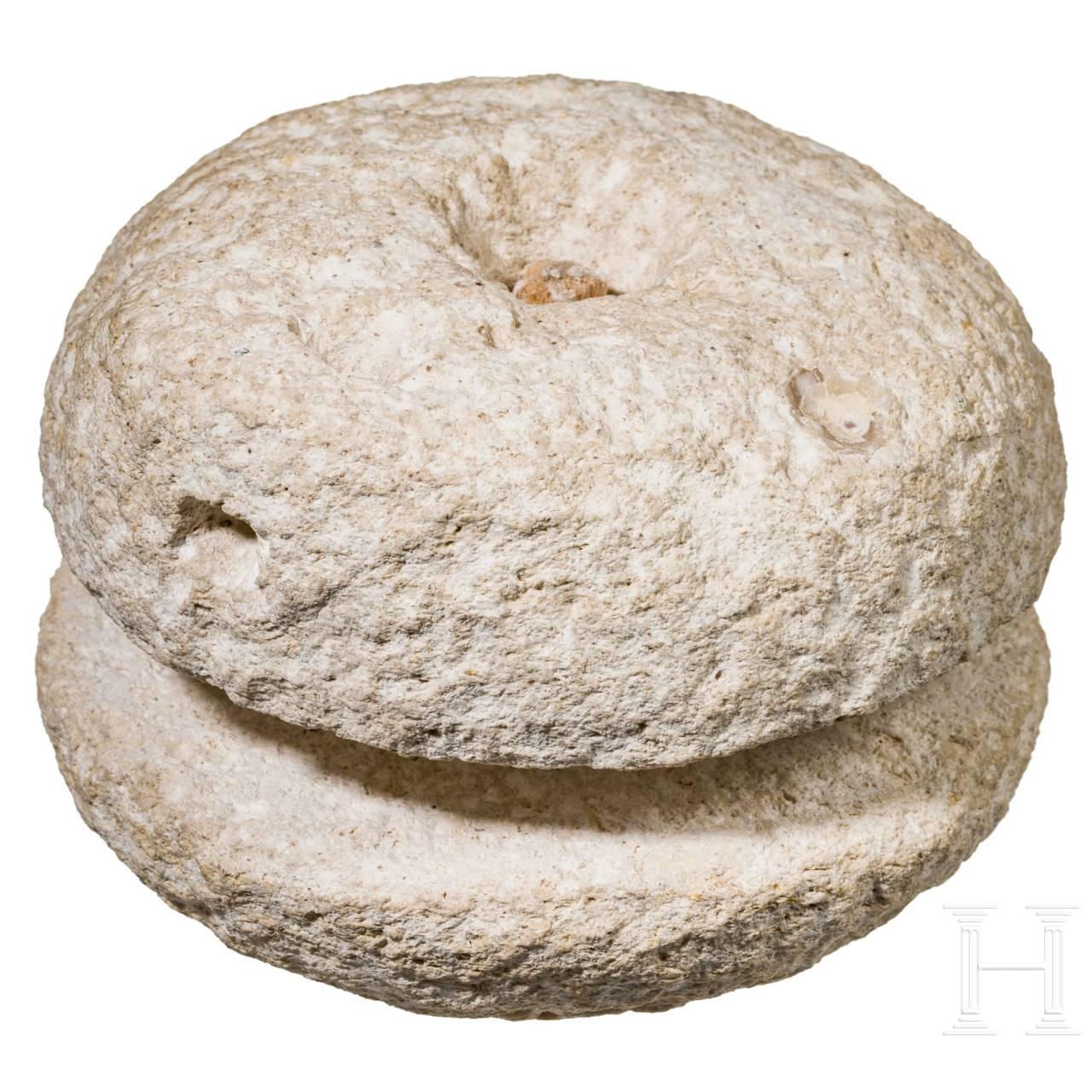 Eine Hand-Getreidemühle, römisch, 1. - 3. Jhdt.