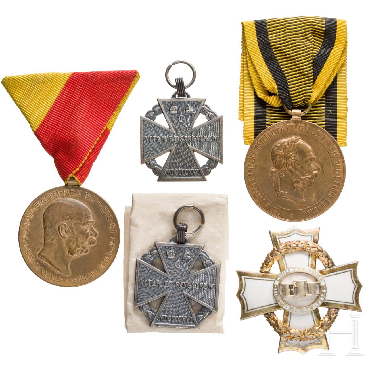 Gruppe von fünf Ehrenzeichen