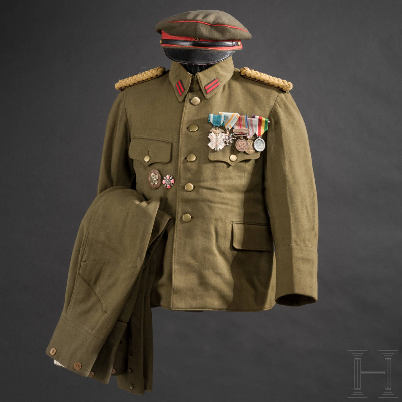 A uniform ensemble for officers of the Imperial Japanese Army in World War II