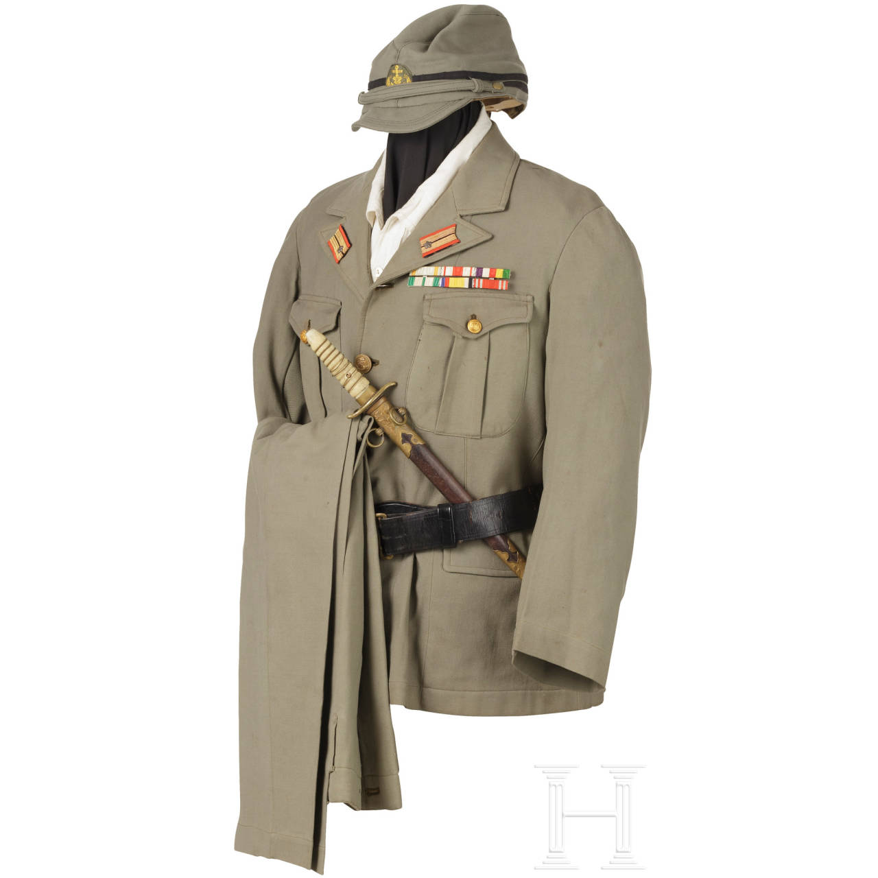 A uniform ensemble for a high-ranking doctor in the Imperial Japanese Navy in World War II