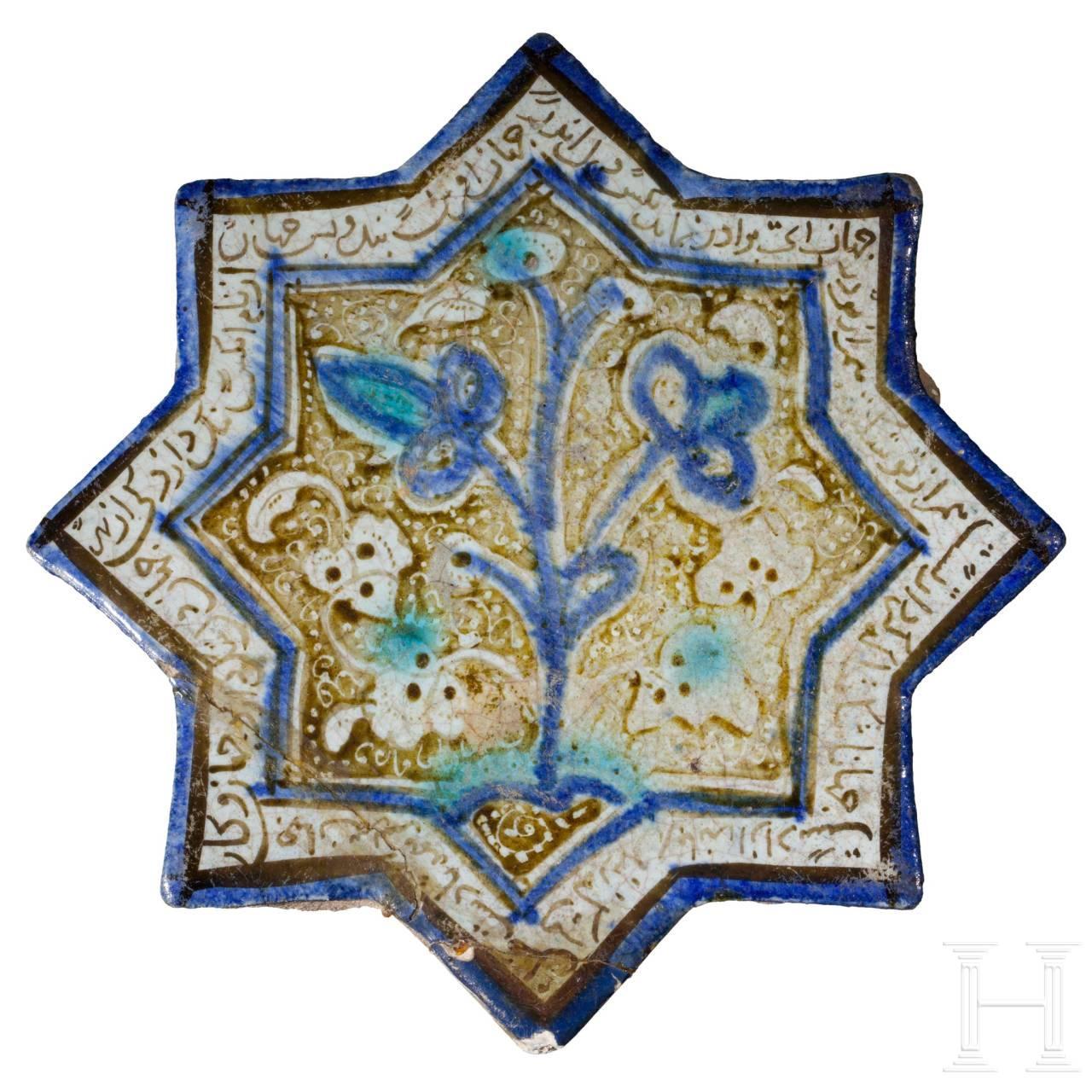 Sternfliese mit Lüsterdekor und blauer Inglasurmalerei, Kashan, Iran, 12. - 13. Jhdt
