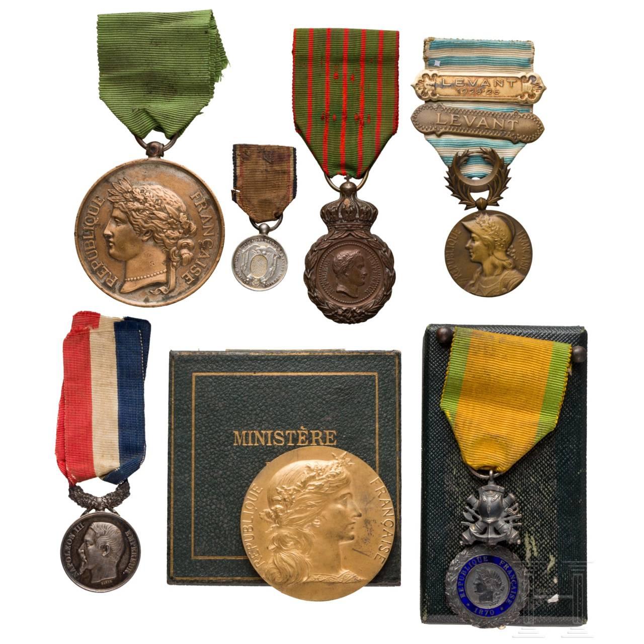 Fünf westeuropäische Auszeichnungen und zwei Medaillen
