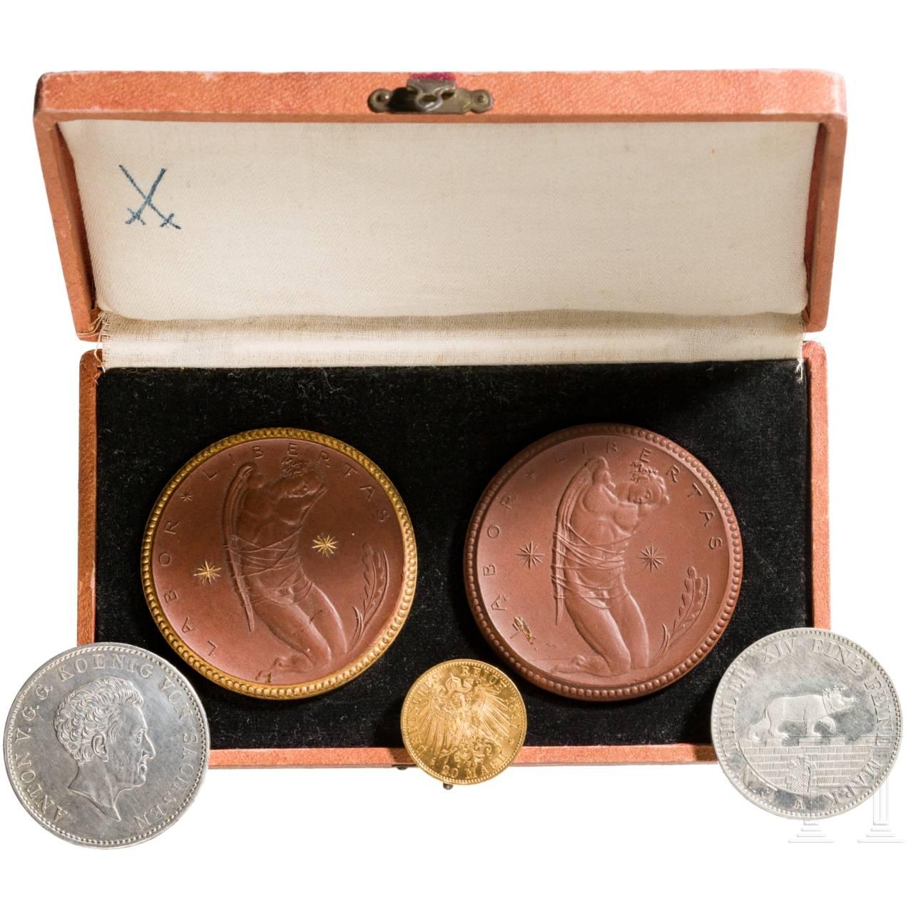 Porzellan Manufaktur Meissen - Medaillen im Etui, Gold- und Silbermünzen - Deutsches Kaiserreich, um 1900