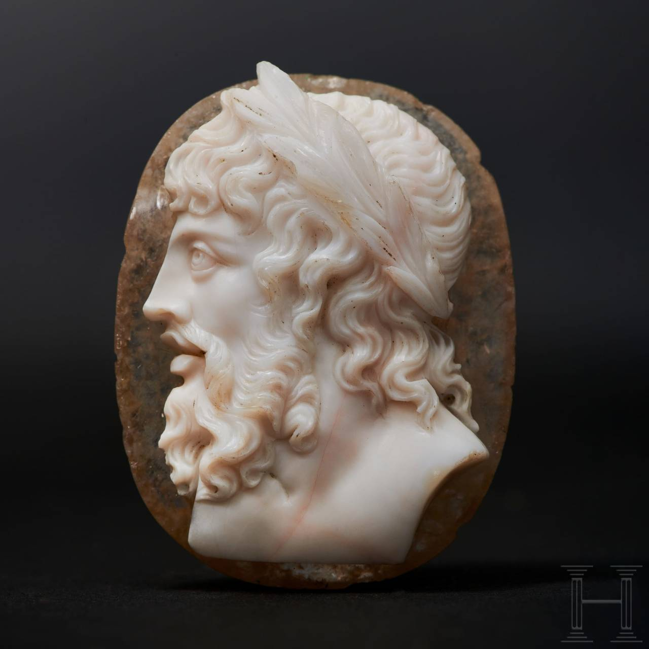 An antique cameo of the finest quality with idealizing image of Zeus-Jupiter, Classicism, circa 1800 to early 19th century