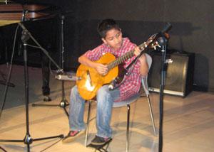 Belajar gitar klasik