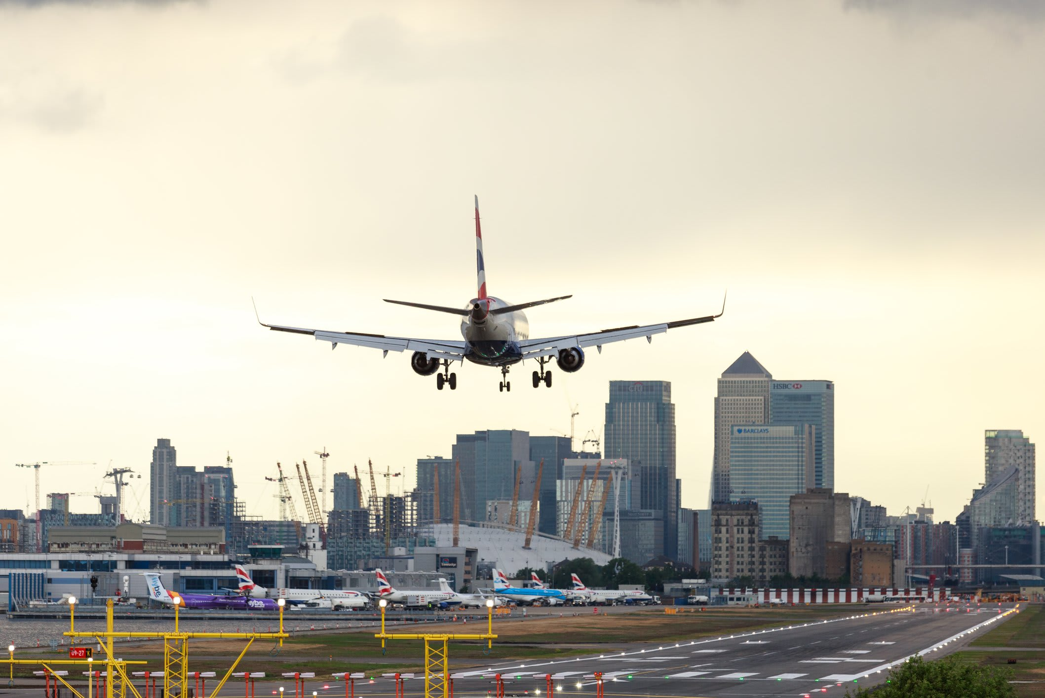 Image: A plane landing at London City Airport (Mrcatmint/Dreamstime)