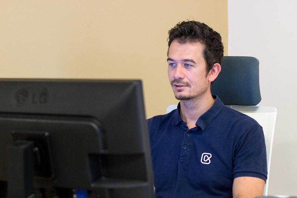 Flutter cross-platform developer
