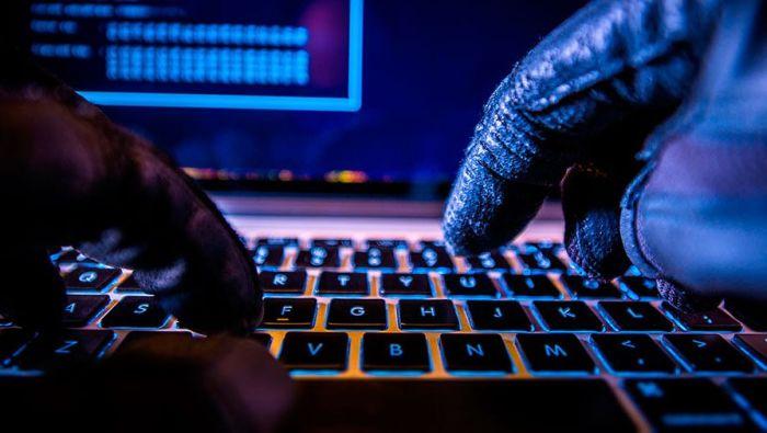 «У вас 1 новый друг»: хакеры крадут данные криптобирж через фейковые страницы в Facebook