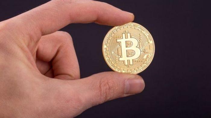Цена на биткойн движется к новому рекорду в $5000