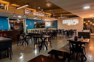 Bar e Restaurante em funcionamento