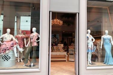 Loja conceituada de moda feminina em Shopping