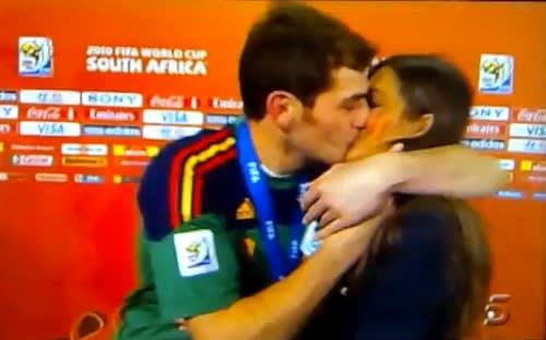 El Beso - Iker Casillas & Sara Carbonero - Johannesburg 2010