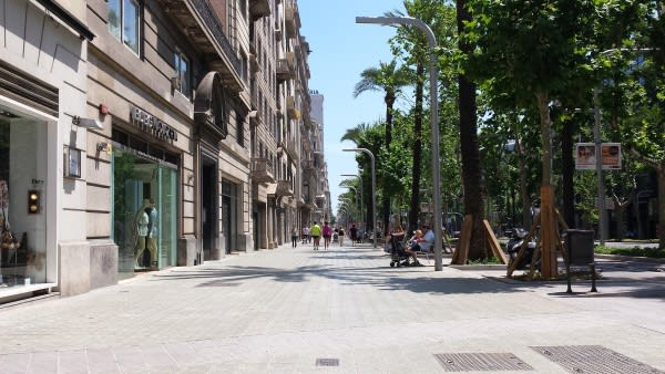 nice wide sidewalk in Barcelona Diagonal, where pedestrians have a prominent place