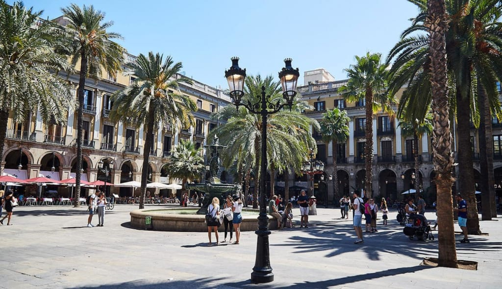 Plaça Reial Barcelona - Things to do in Gothic Quarter - Things to do in Barcelona
