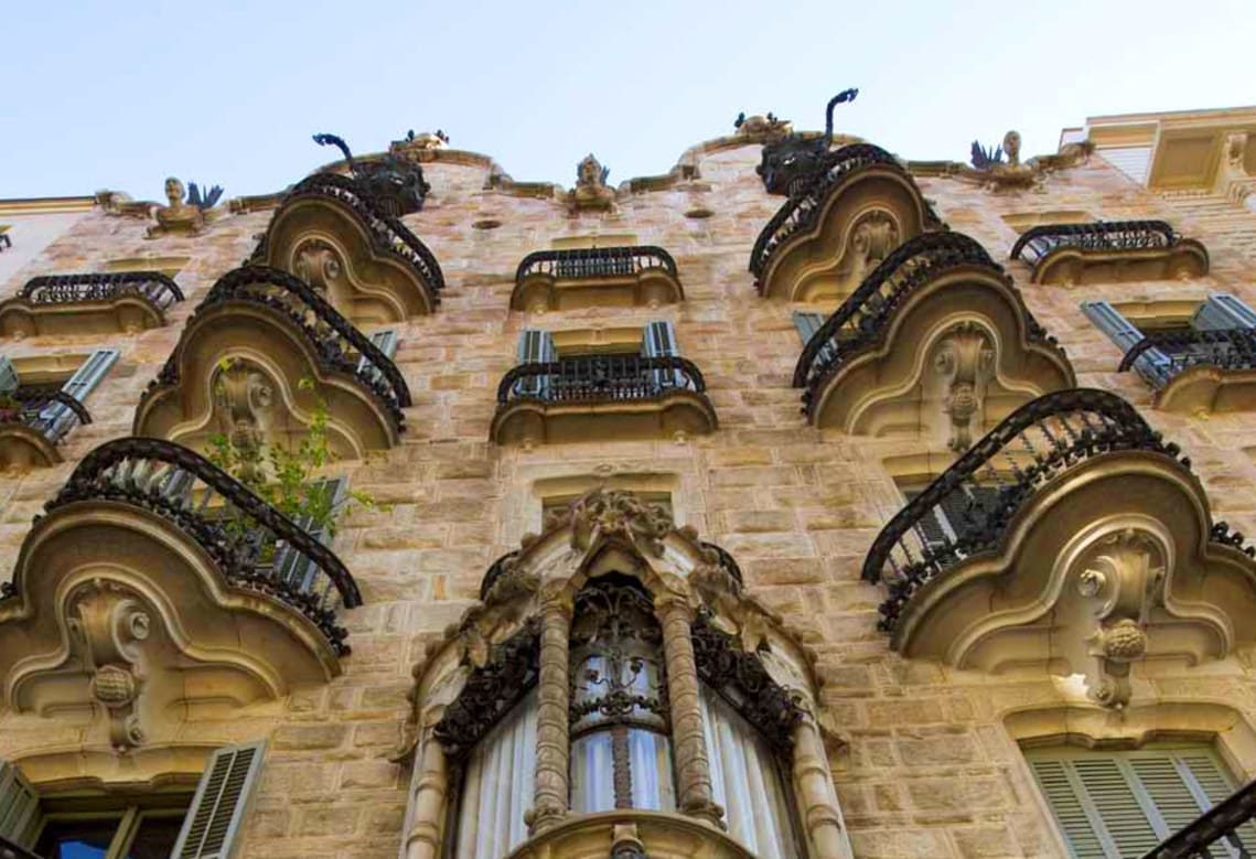 Casa Calvet - Gaudí Buildings
