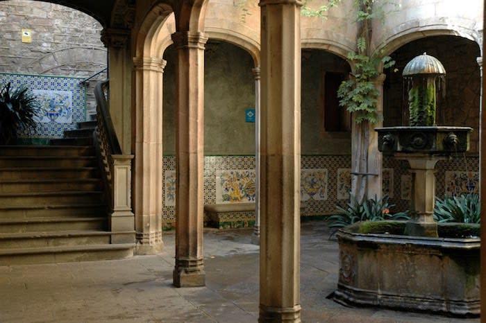 Casa de l'Ardiaca - Barcelona roman ruins