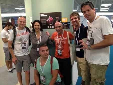 חלק מהמשלחת של באומן. מימין לשמאל: נדב פרסמן, תומר גידרון, יורם לוי, דורית גווילי, אדי גולדנברג וערן ניר (יושב)