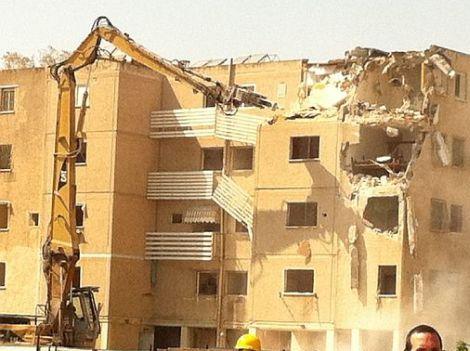 בניין שיכון טיפוסי ביהוד הנהרס לקראת בינוי פינוי