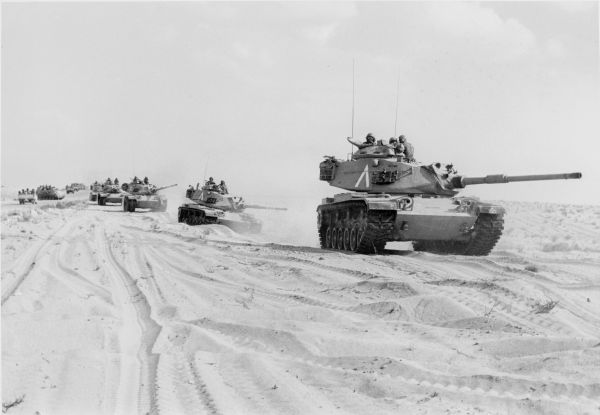 שיירת טנקים מסוג פיטון בדרום, קרדיט: עיתון במחנה