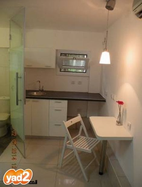 תמונת המטבח והכניסה למקלחת; קרדיט: יד2