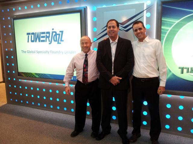 """משמאל: מנכ""""ל טאואר-ג'אז ראסל אלוואנגר, יו""""ר החברה אמיר אלשטיין, וסמנכ""""ל הכספים אורן שירזי"""
