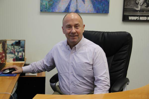 "ראסל אלוואנגר, מנכ""ל טאואר"
