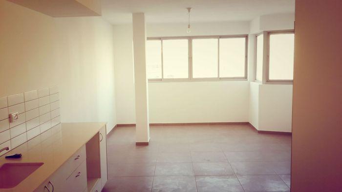 """המטבח והסלון בדירה 13: מקור: עיריית ת""""א"""