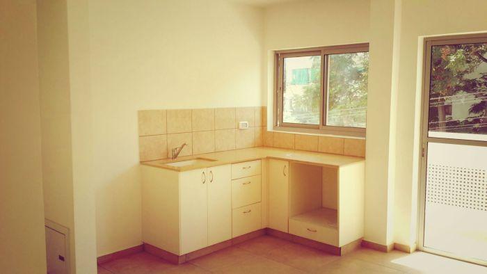 """המטבח בדירה 10; מקור: עיריית ת""""א"""