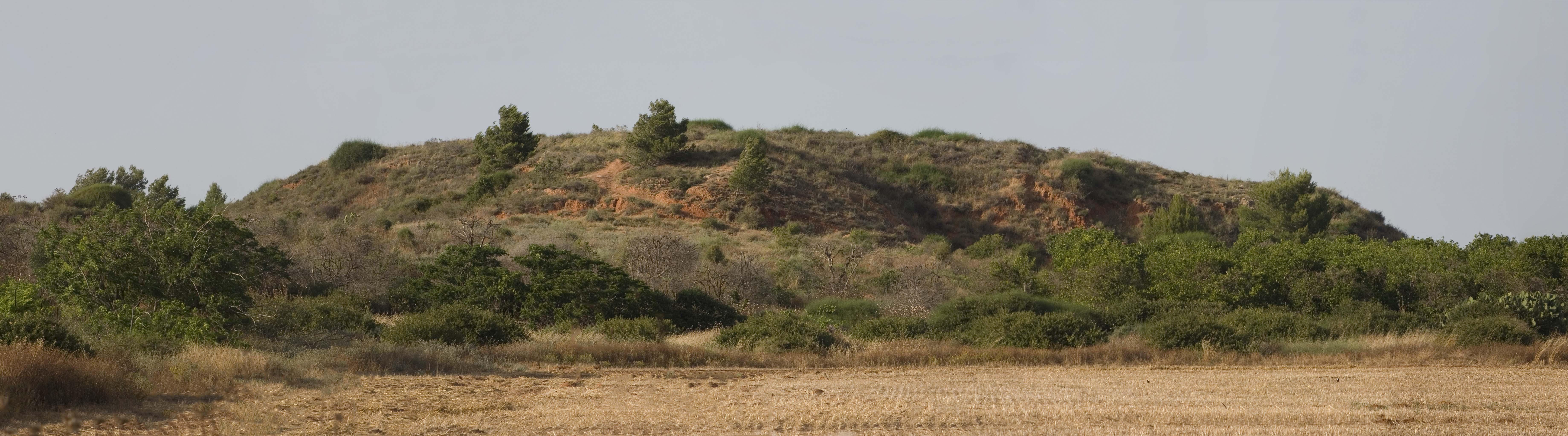 המקור של רדהיל: הגבעה האדומה