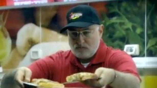 """מנכ""""ל פיצה האט ב'בוס בהסוואה' (צילום מסך: ערוץ 2), צילום מסך: ערוץ 2"""