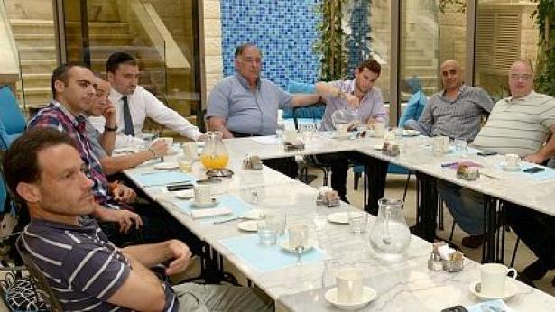 ראש עיריית חיפה נפגש עם העיתונאים: אפשרות לשינוי בפרס ביאנו לתקשורת