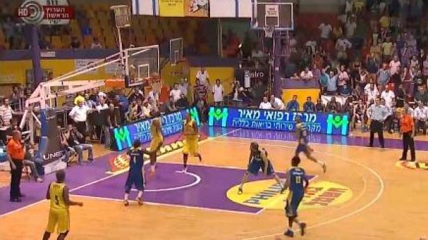מכבי תל אביב מפסידה להפועל חולון, אמש במסגרת המחזור הראשון של ליגת העל (צילום מסך: ערוץ 1), צילום מסך: ערוץ 1