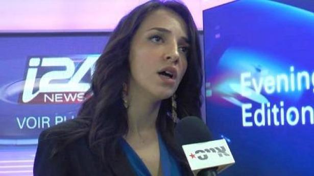 מתחילים להכיר אותנו. מגישת החדשות של i24new לוסי אהריש (צילום: אייסTV), צילום: אייסTV