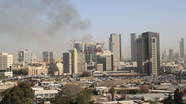 עשן מיתמר מעל תל אביב, צילום: Bizportal