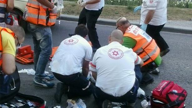 """טיפול בפצועים, צילום: משה כהן - סוכנות הידיעות """"חדשות 24"""""""