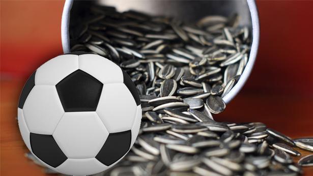 פיצוחים וכדורגל, צילום: Getty images Israel