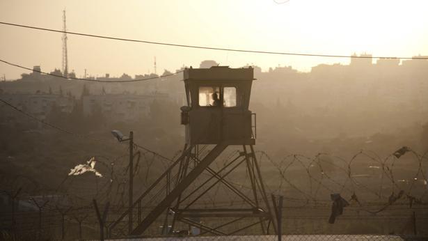"""עמדת שמירה צה""""לית, צילום: Getty images Israel"""