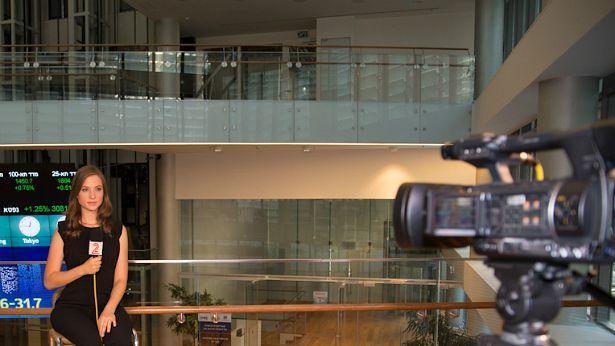 נועה אורון עוזבת לטובת לימודים - ב'חדשות 2' מתלבטים אם לגייס מחליף