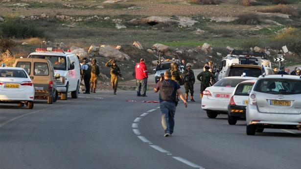 כוחות הביטחון בכניסה לעתניאל, צילום: Getty images Israel