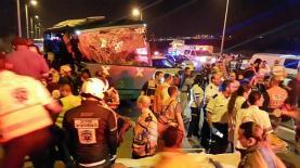 תאונת האוטובוס והמשאית בכביש 1. התוצאות קשות - 6 הרוגים, צילום: אורי דיוויס ויוסי קלצקי, דוברות 'איחוד הצלה'