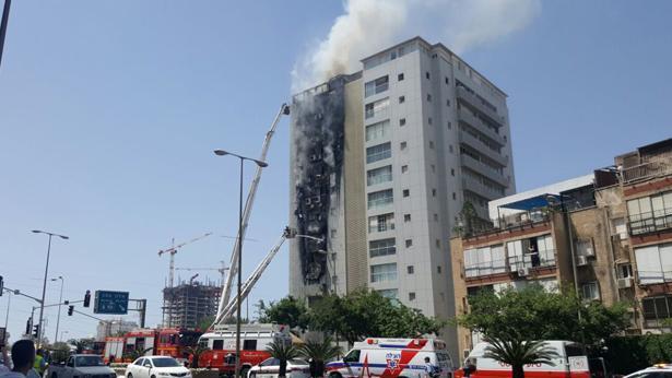 שריפת בניין ברמת גן, צילום: משה ממן ומאיר פרידמן - חדשות 24