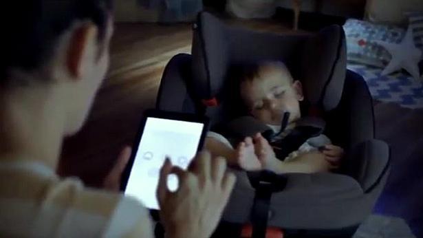 התינוק נרדם רק בנסיעה? רנו פיתחה מושב לנסיעה בבית