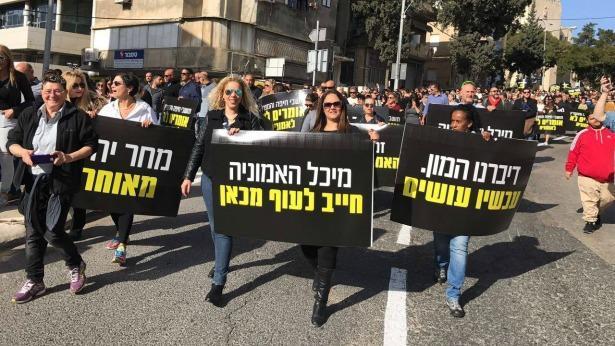 בשיא המשבר: בכירי חיפה כימיקלים נפגשים עם יחצנים