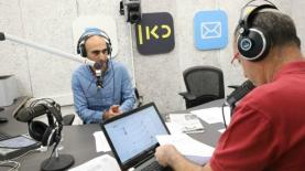 אסף ליברמן וקלמן ליבסקינג בתכנית הראשונה שלהם בכאן ב', צילום: רפי דלויה